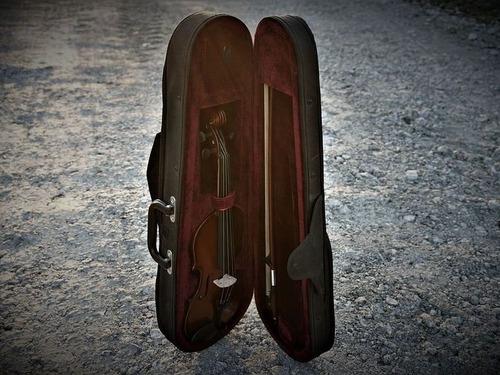 バイオリンのケースの中身