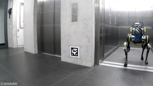 エレベーターを乗りこなすロボット03