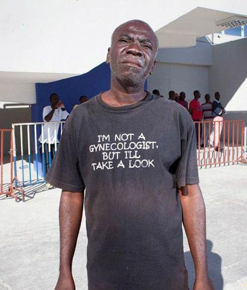 おもしろTシャツを着た老人たち06
