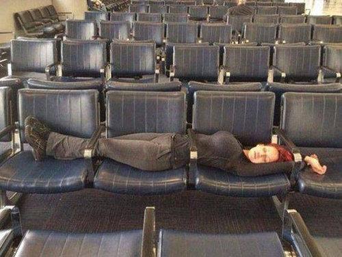 空港で見かける奇妙な事 38