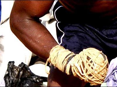 アフリカで繰り広げられるド迫力の格闘技05
