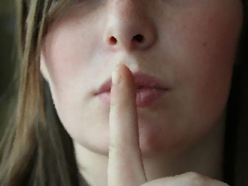 絶対に家族には打ち明けない秘密はありますか