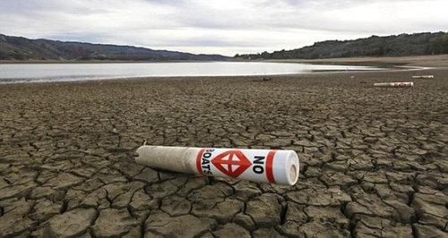 干ばつで変わり果てたフォルサム湖06