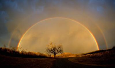 小道に現れた2重の虹ゲート04