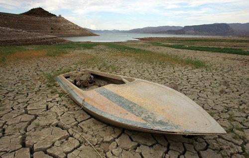 干ばつで変わり果てたフォルサム湖08