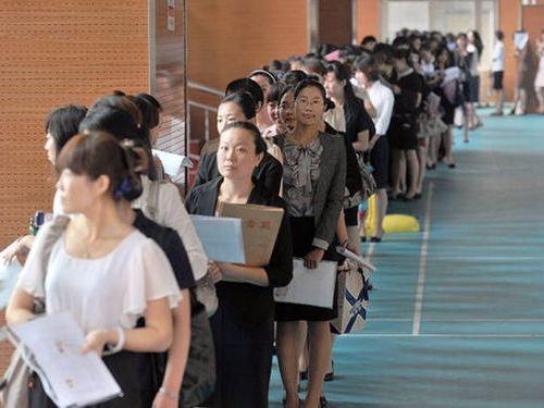 中国ではキャビンアテンダント志望の競争率が高い00