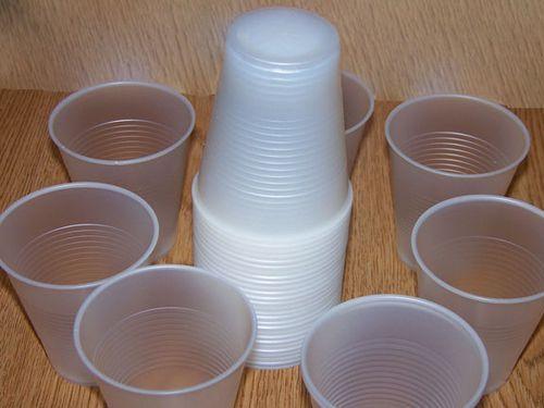 フランスがプラスチックの食器を禁止00