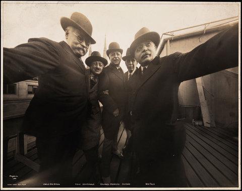 1920年ごろの自分撮り02