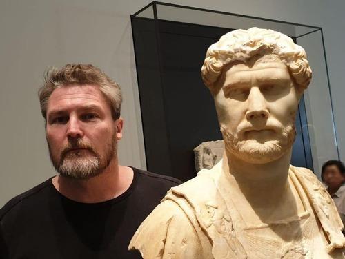 友人はローマ皇帝ハドリアヌスに似ていた02