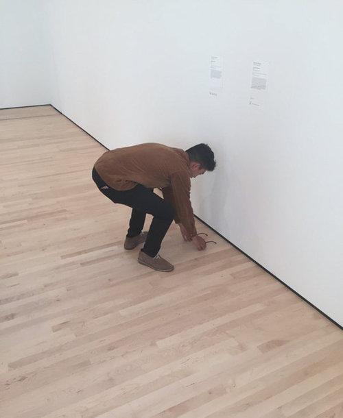美術館にメガネを置いたらアートだと勘違い01