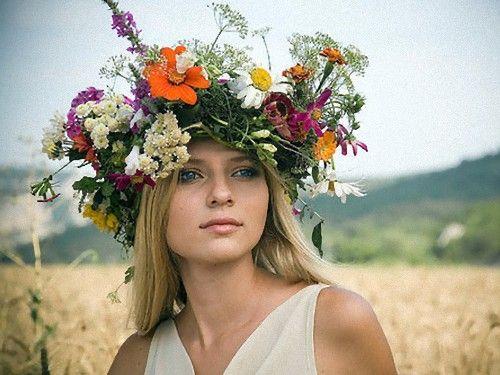 ウクライナ女性の伝統衣装00