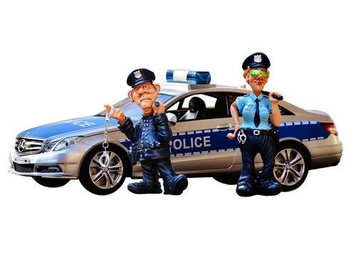 車の後ろの貼り紙 警察へのお願いだった00