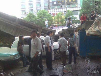 中国・高架橋事故03