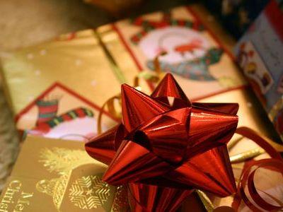 プレゼントを喜ぶ子供00