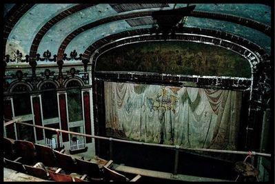廃墟となった劇場09