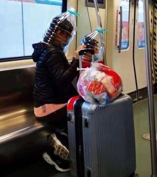 ニューヨーク地下鉄のマスク06