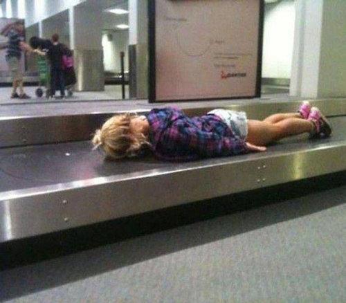 空港で見かける奇妙な事 15