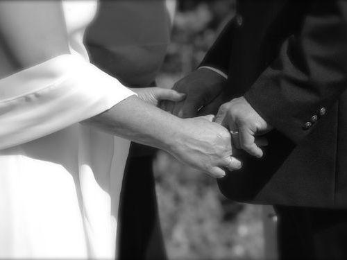 結婚式でキスを見た少女たち00