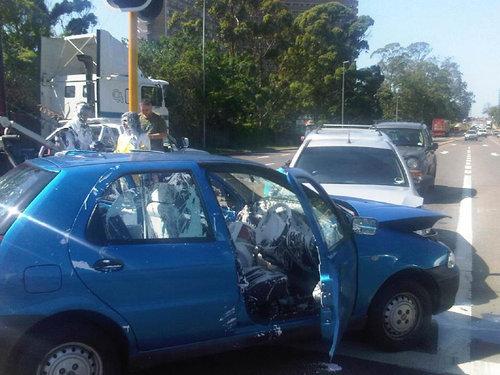 ペンキ缶を後部座席に置いていたら事故った01