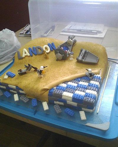 06おもしろいキャラクターケーキ