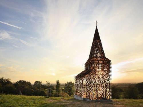ベルギーの透ける教会01