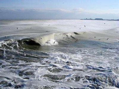 え、波って凍るんだ…03
