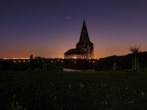 ベルギーの透ける教会09