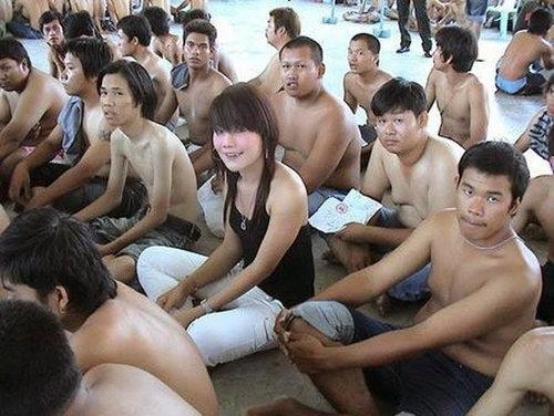 タイの徴兵検査とニューハーフ02