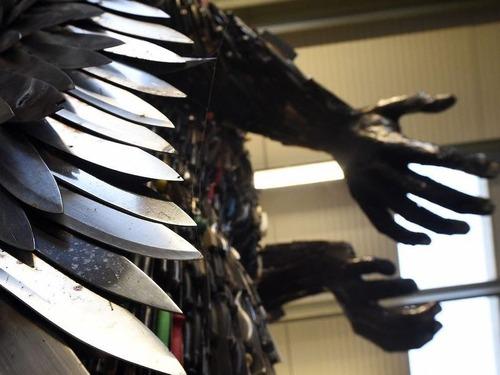 10万本のナイフで天使像00