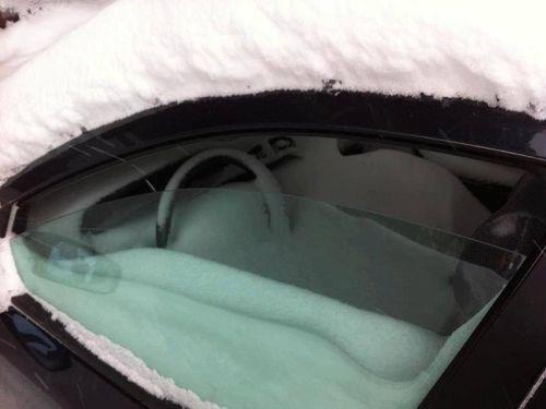 吹雪の日に窓を閉め忘れたらどういうことになるか01