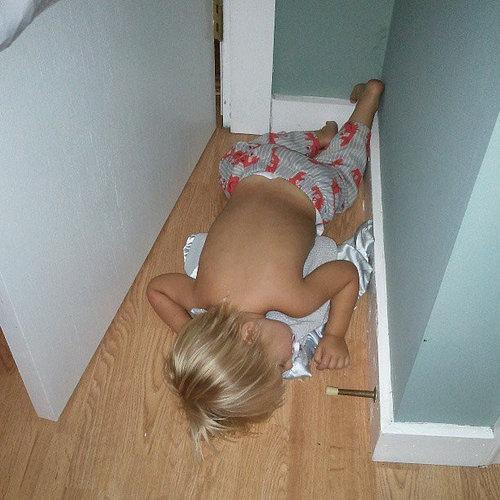 子供たちはどこでも寝る07
