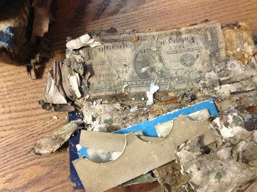 祖父母宅の床から隠し金庫13