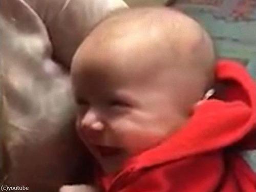 初めて補聴器で音を聴いた赤ちゃん04