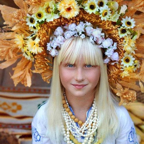 ウクライナ女性の伝統衣装09