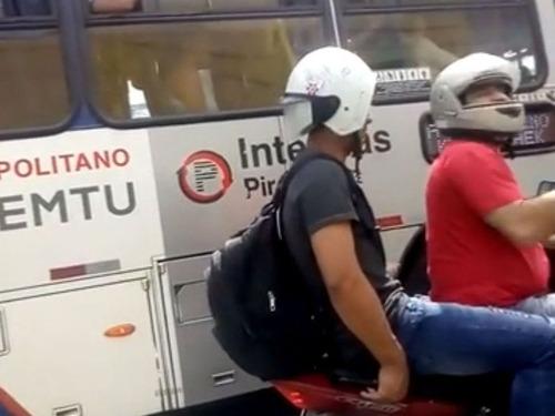 ヘルメットの装着ミス02