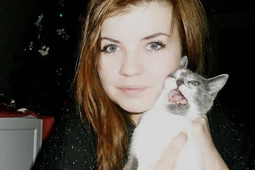 自撮りに付き合わされる猫09