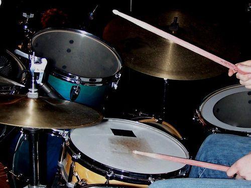 高速道路でドラムの練習00