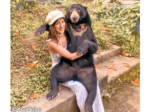 バリ島には人懐っこいマレーグマがいるらしい00