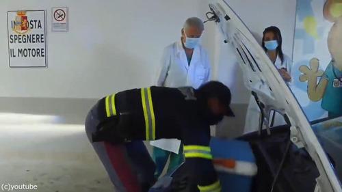 ランボルギーニのパトカーが移植の臓器を搬送する05