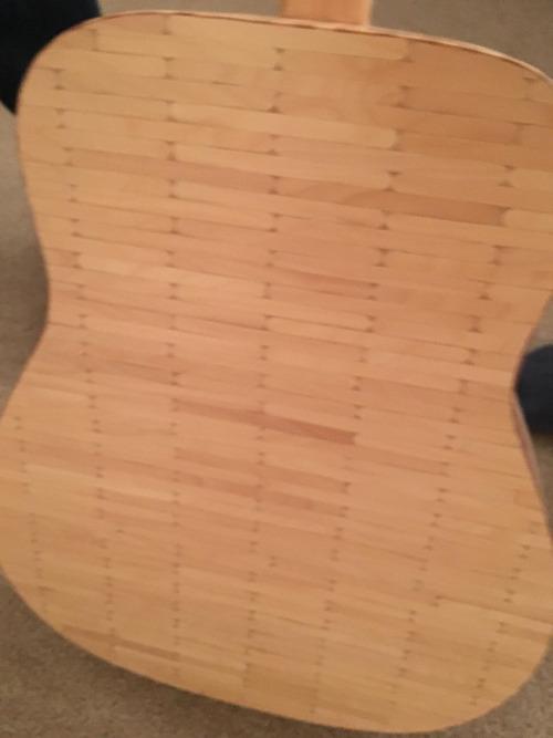 アイスキャンディのスティックで作られたギター02