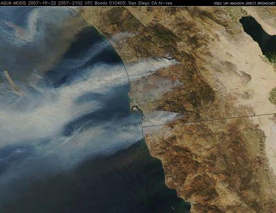 カリフォルニアの山火事の衛星写真TOP