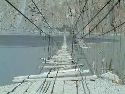 インディ・ジョーンズに出てきそうな絶対に渡りたくない橋07