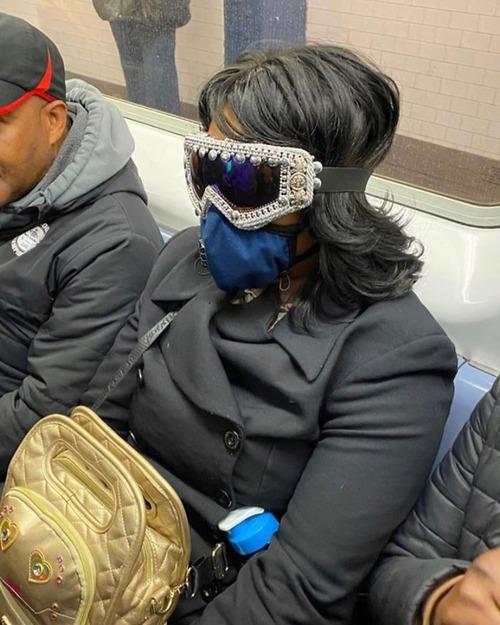 ニューヨーク地下鉄のマスク01