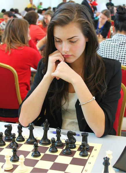 カナダの美人チェスチャンピオン04