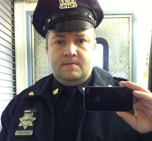 携帯を拾った女性警官02
