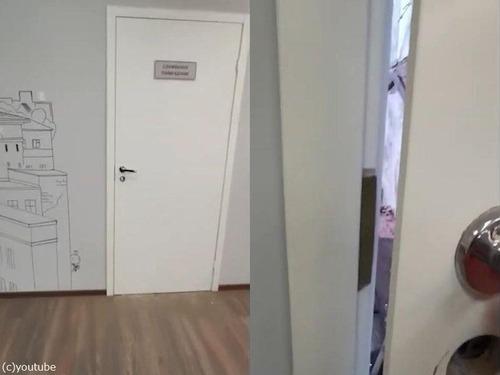 オフィスのドアの向こう01