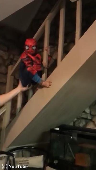 ちびっこスパイダーマンのなりきり具合が可愛い05