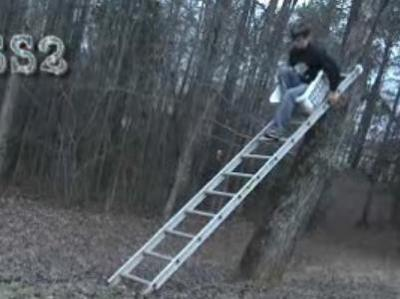 はしごで滑り台をしてみる→派手に大失敗01