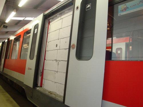 ドイツの電車でいたずら01