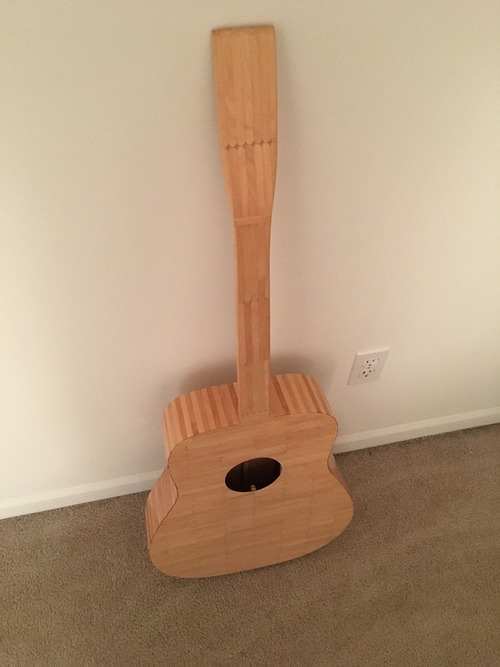 アイスキャンディのスティックで作られたギター01